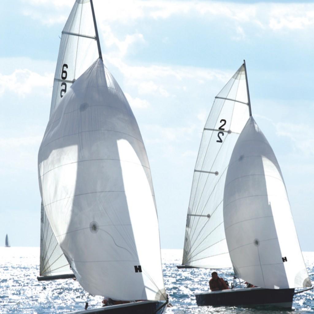 dinghy sailing racing