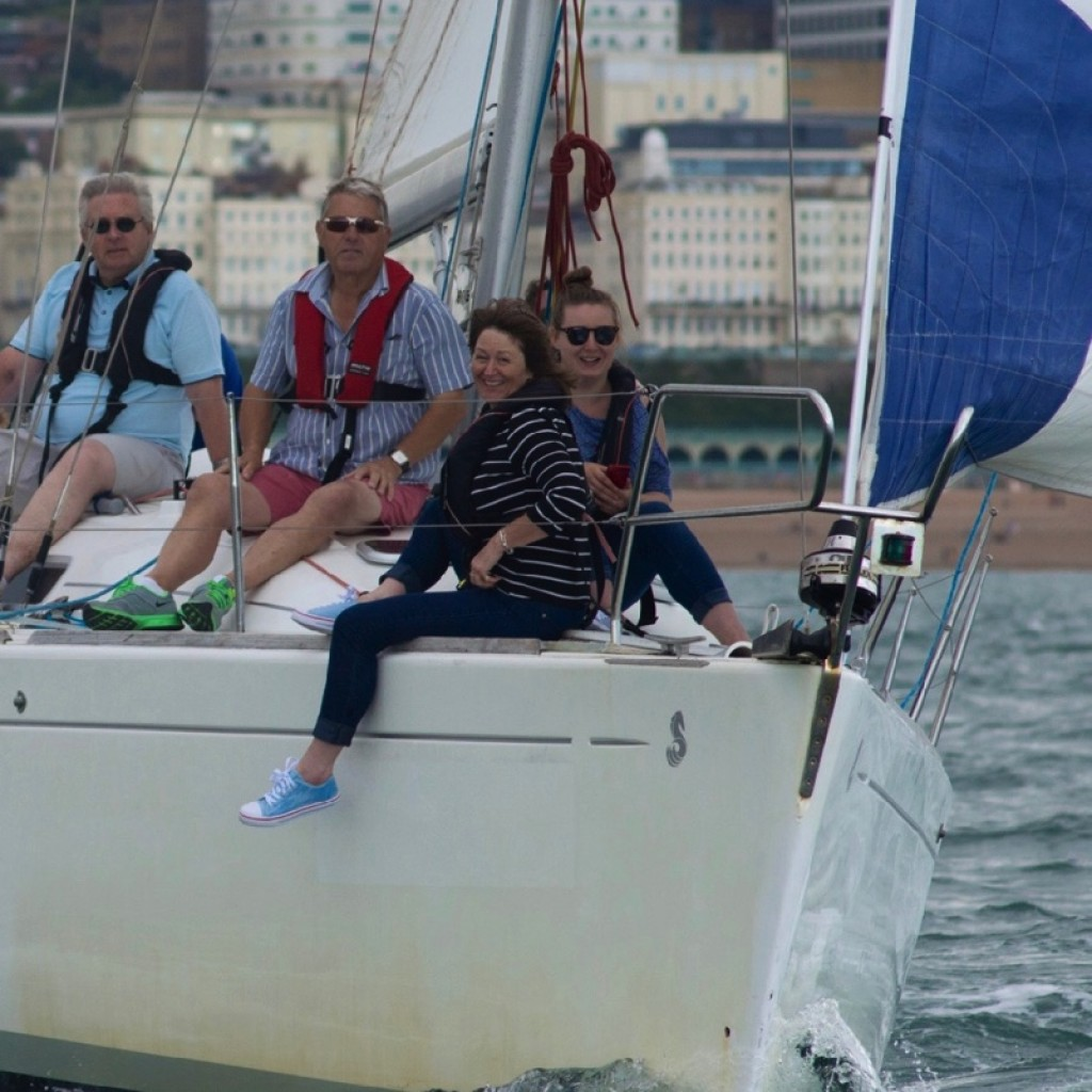 learning-to-sail-brighton-marina-lagoon-watersports-7