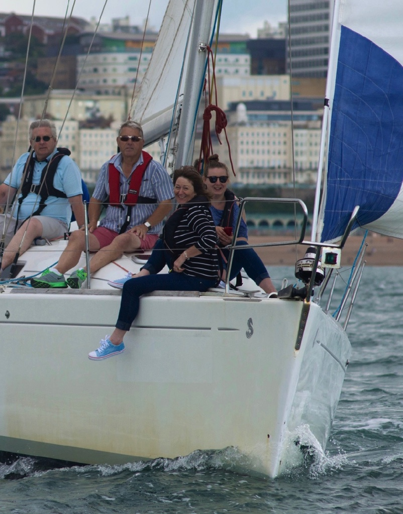 learning-to-sail-brighton-marina-lagoon-watersports-7